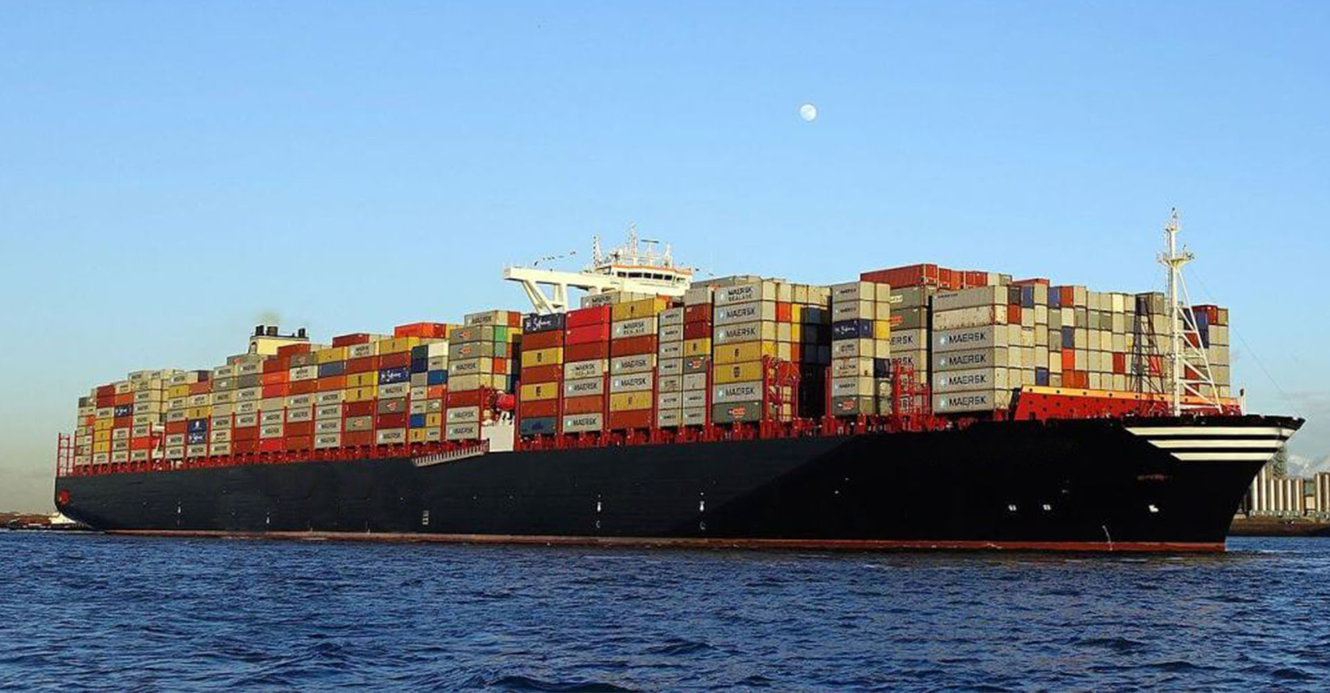 """WE PROVIDE BEST FREIGHT FORWARDING SERVICES<br> <a href="""""""">Read More</a>"""